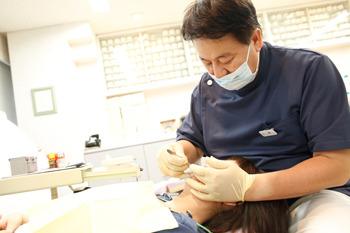 私の歯の状態に合った矯正装置を付けてもらいます
